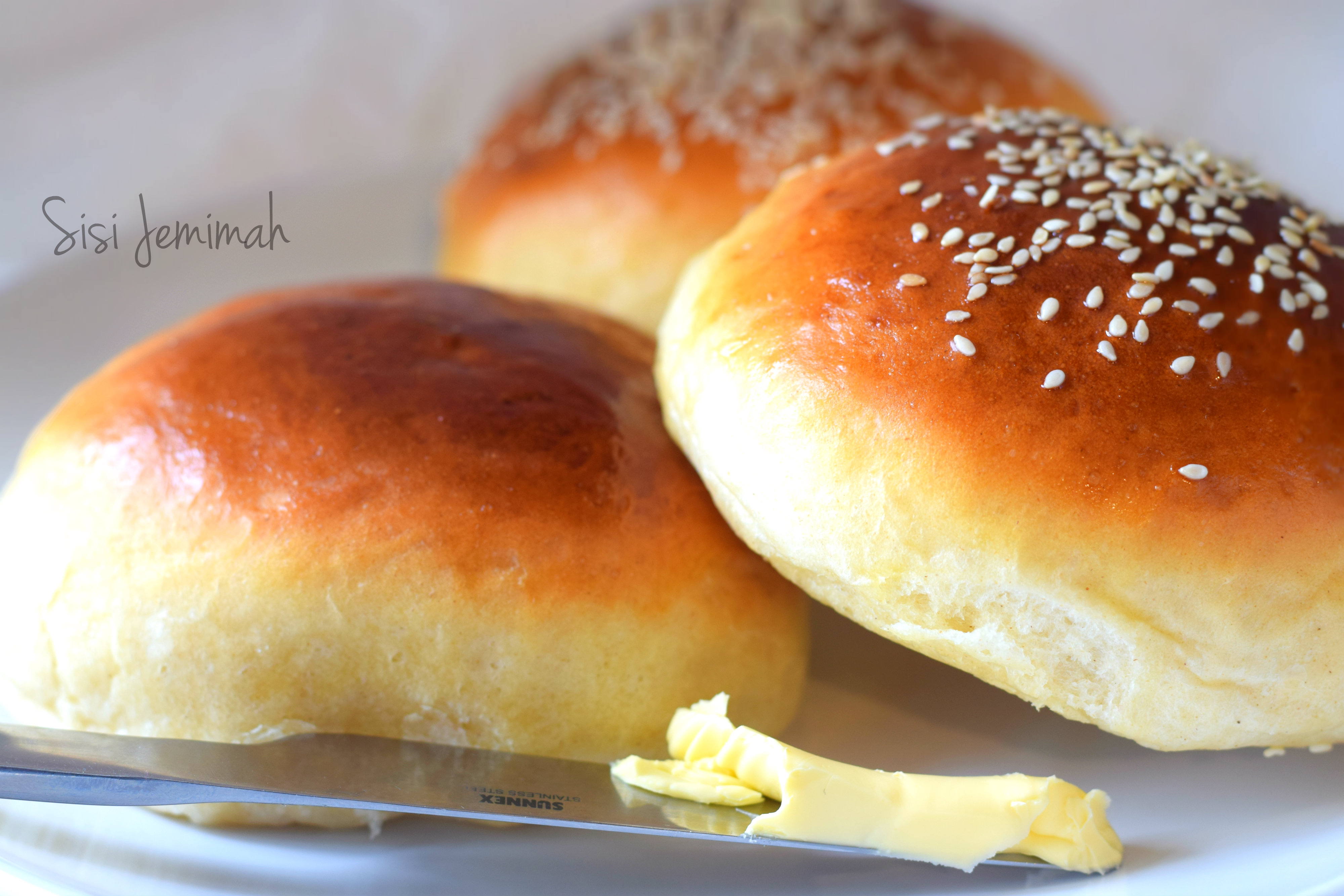 Sweet and Fluffy Dinner Rolls